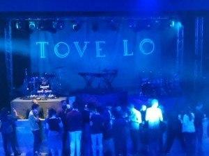 tove-lo-brasil-rock-cabeca